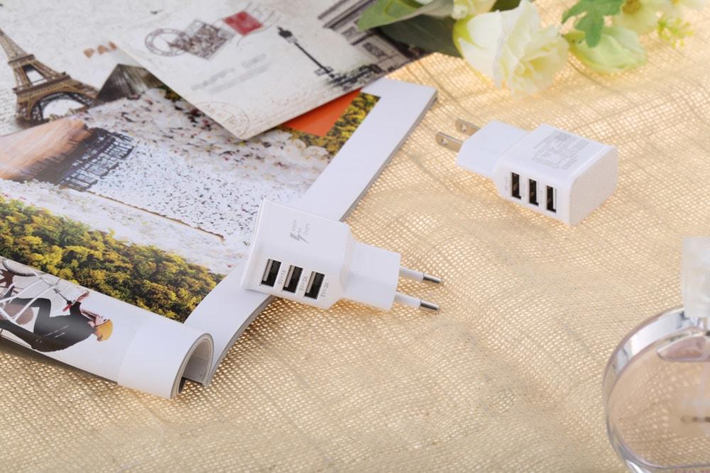 gocomma Universal 2A 3 USB port Multifunkcionális utazási töltő adapter - fehér EU csatlakozó